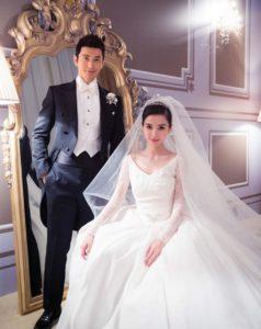 A menyasszonyi ruha 102 millió forintnak megfelelő rubelbe került. A  vendégek kristályokkal díszített arany dobozkát kaptak emlékül. 6b9505b327