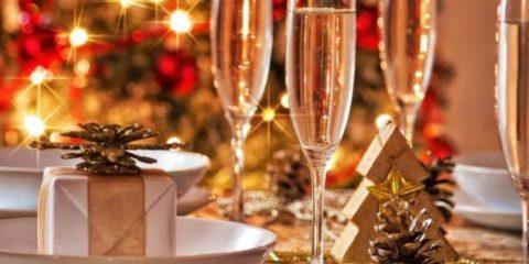 julbild-med-3-champagneglas